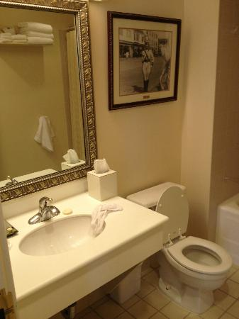 Historic Anchorage Hotel: Very nice, clean, bathroom