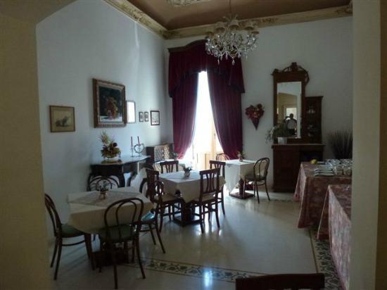 Casa Mia: Dining room