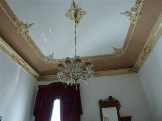 Casa Mia: Dining room ceiling detail