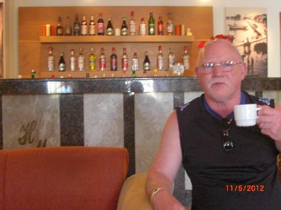 smartline Margarita Hotel: enjoying a cuppa in the lounge