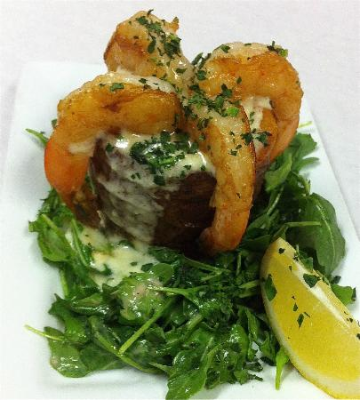The Old 5 Mile House: Pot O' Gold - Shrimp flambeed with Jameson's Irish whiskey with Irish cheddar bisque in potato p