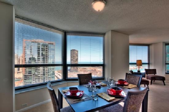 Manilow Suites At North Harbor Tower: Beautiful lake and city views
