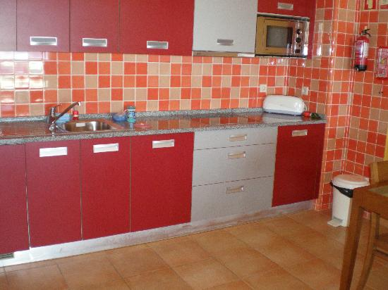 Holiday Village Algarve Balaia: Kitchen