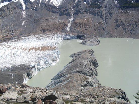 Laguna Torre: Vista del Glaciar Torre, su morrena y la Laguna