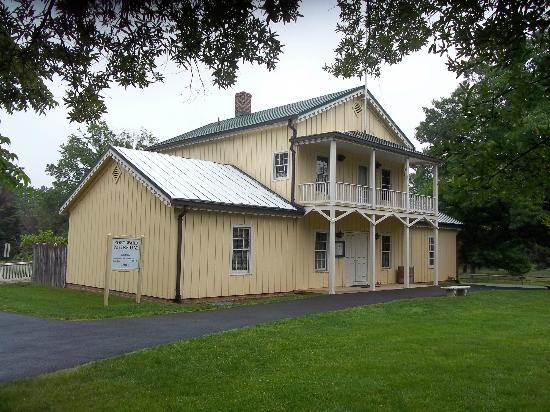 Fort Ward Museum and Park: The Fort Ward Museum building