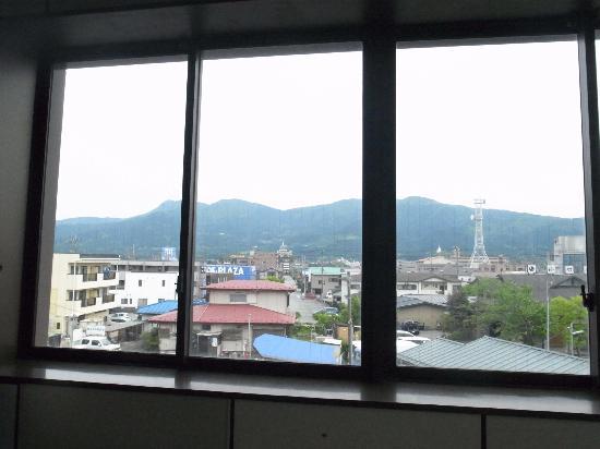 Odakyu Limited Express Romancecar: 御殿場駅/乙女口からは箱根の山が見える