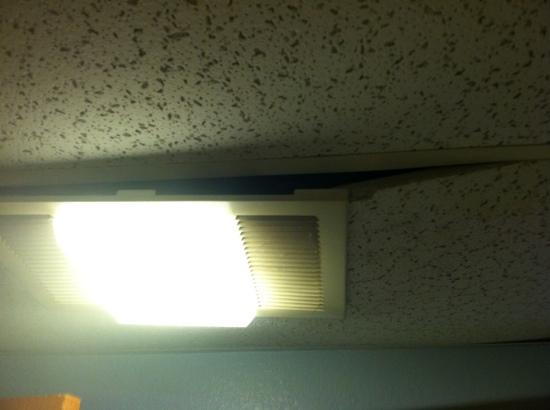 Kansas City-Worlds of Fun Hotel : Ceiling falling down in bathroom! No hot water:(