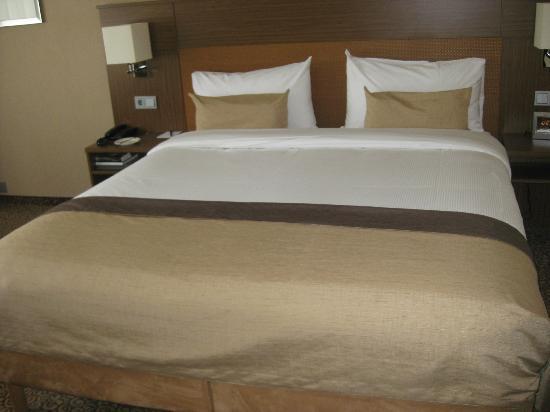 Bilderberg Garden Hotel: Bed - Deluxe Double