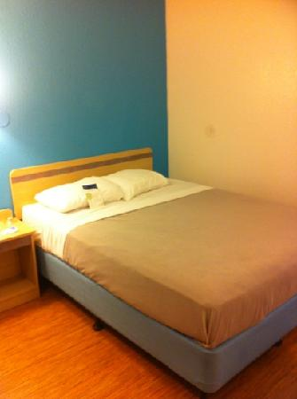 Motel 6 Richmond Airport: single room