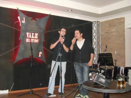 Vale Bistro: Turkish karaoke :)