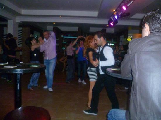 Vale Bistro: Salsa night
