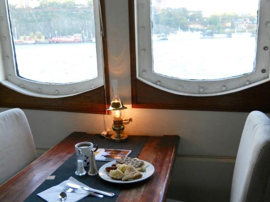 Malardrottningen Yacht Hotel and Restaurant: Desayunando