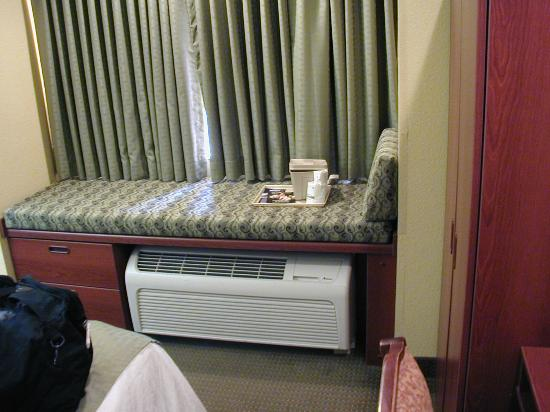Microtel Inn & Suites by Wyndham Morgantown: HVAC unit with cushioned top
