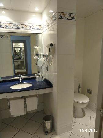 Mercure Nevers Pont de Loire: Bathroom