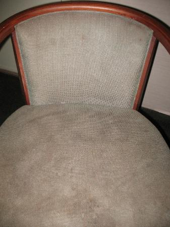 Harbor Inn Phillipsburg: Stained chairs