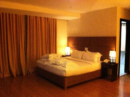 The Pinnacle Hotel and Suites : We were upgraded to the junior suite which was way better even in cleanliness.