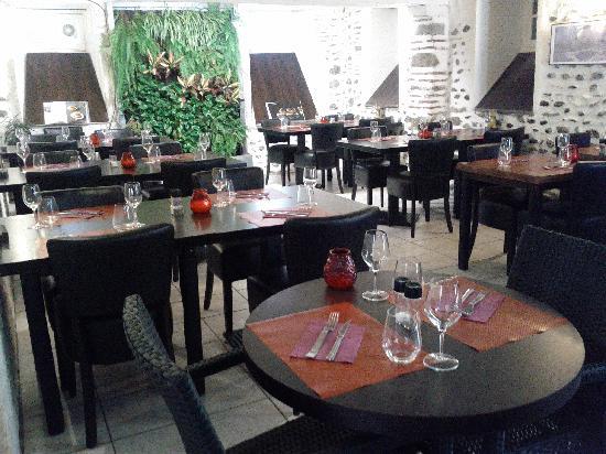 Le Canard Royal: La salle et son mur végétal
