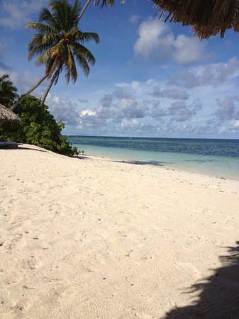 Desroches Island: beach at dining area