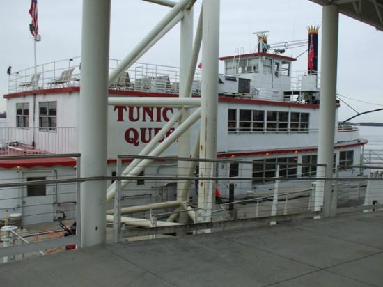 Tunica Queen