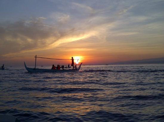 Padma Sari Beach Front Resort: Waiting for Sunrise