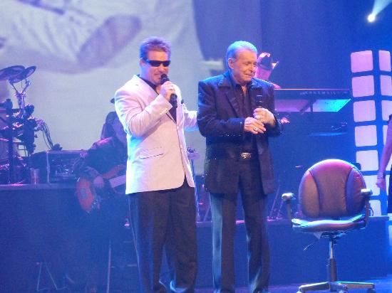 Mickey Gilley Theatre : Mickey stood to introduce one of the singers