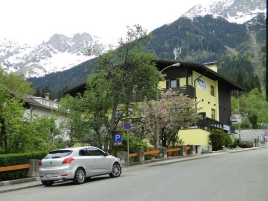 Innsbrucker Nordkettenbahnen: on the first level
