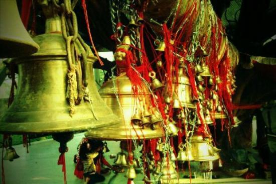 Tinsukia, India: Tilinga Mandir- Temple of Bells