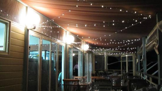 Mangrove Jacks cafe: sitting on the deck under the fairy lights