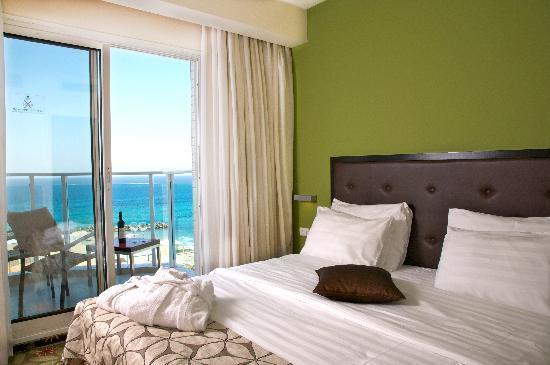 Madison Hotel Nahariya: Suite, bedroom
