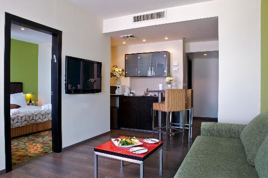 Madison Hotel Nahariya: Suite, Kitchenette