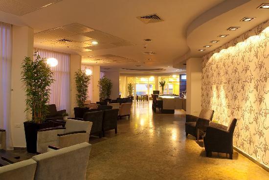 Madison Hotel Nahariya: Lobby