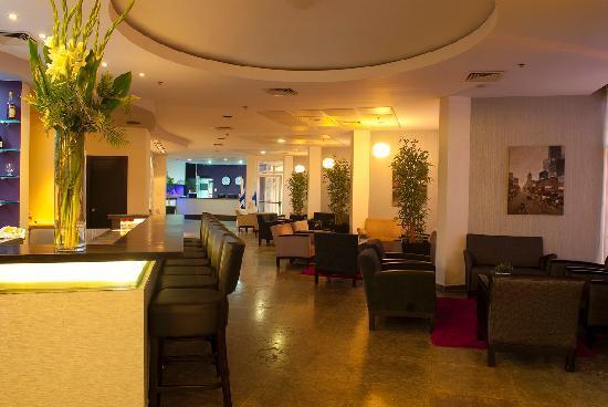 Madison Hotel Nahariya: Lobby and bar