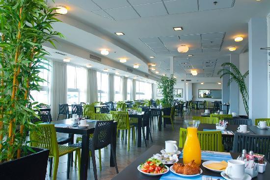 Madison Hotel Nahariya: Dining room