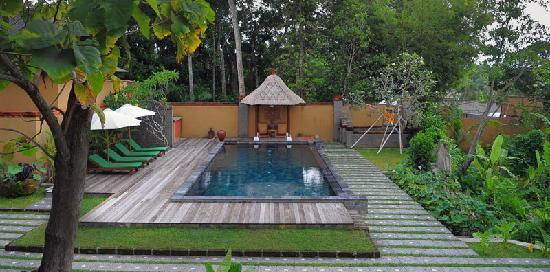 Villa Mimpi Manis Bali: HUGE BACK YARD & POOL