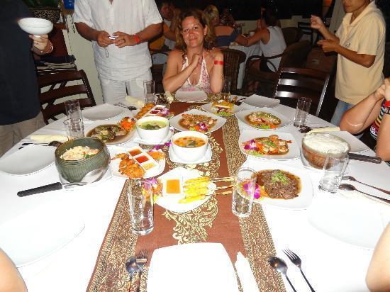 Manubai Restaurant Lounge-bar: DEBUT DE L'ARRIVEE DES PLATS