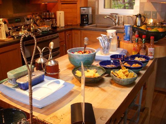 WildSpring Guest Habitat: Breakfast