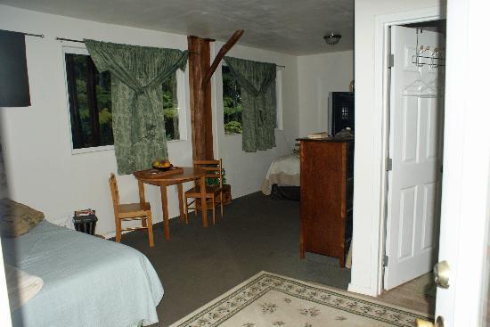 Aloha Crater Lodge: cozy