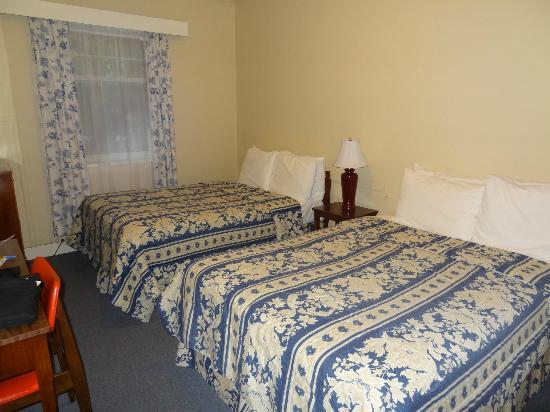 Buchan Hotel: Room with 2 double beds