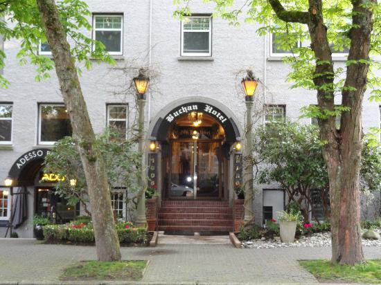 Buchan Hotel : Front of hotel, very cute