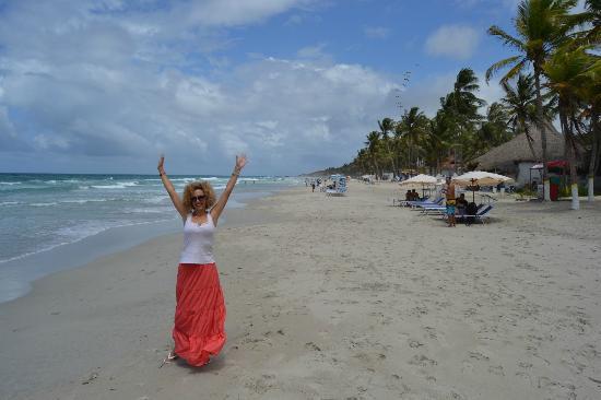 Hotel Coco Paraiso: Выход из отеля Коко Параисо на пляж всегда создаёт позитивное настроение :)