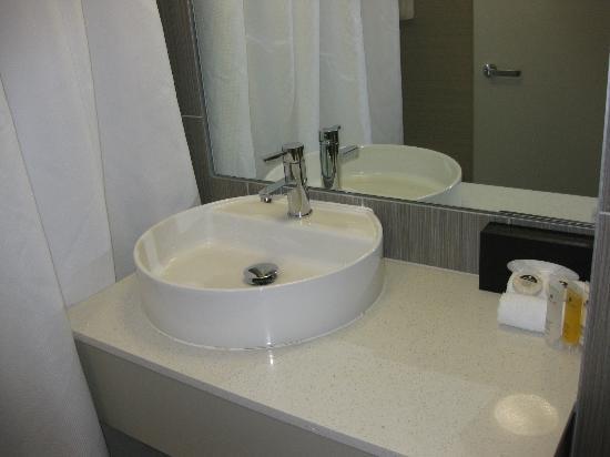Sudima Auckland Airport Hotel: bath