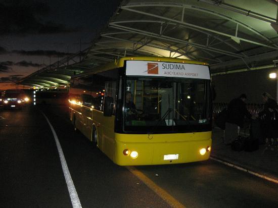 Sudima Auckland Airport Hotel: bus