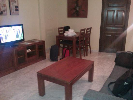Alandalus Apartments : Salón