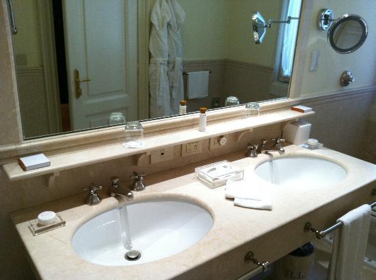 Hotel Lungarno: Doppio lavandino