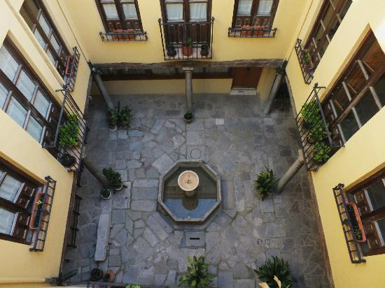 Apartamentos Turisticos Gloria: private courtyard