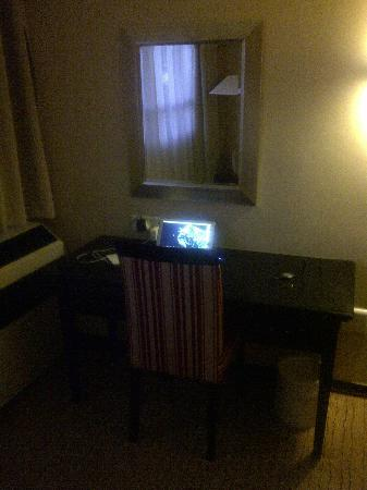 Southern Sun Pretoria: Room Desk