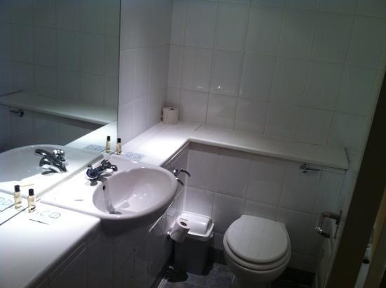 Waterside Hotel & Leisure Club: our bathroom - clean ;-)