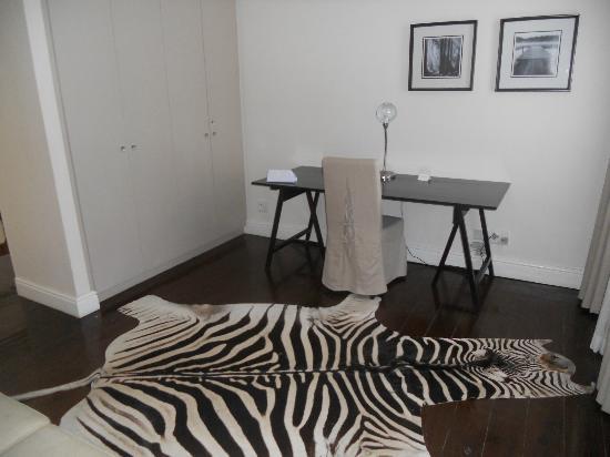 De Waterkant Village: dead zebra!