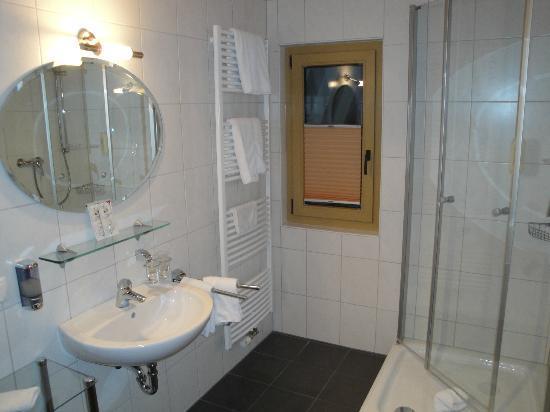 Landhotel & Restaurant Haringerhof: Bathroom double room