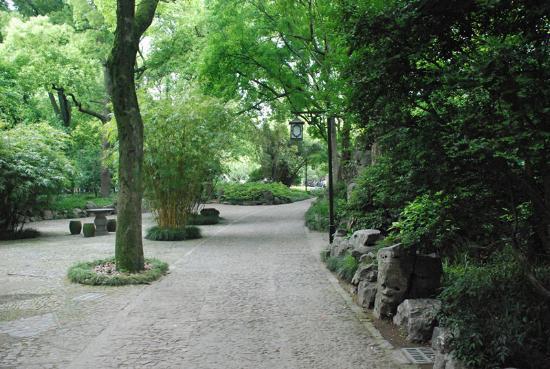 Guyi Garden: A quiet walk